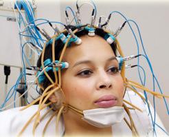 Оценка активности мозга на электроэнцефалографии (ЭЭГ)