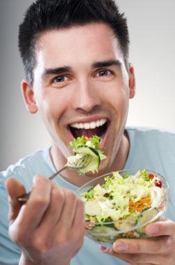 Мужчина с едой